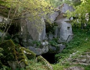 Zunanjost utrdbe Alpskega zidu na Primožu